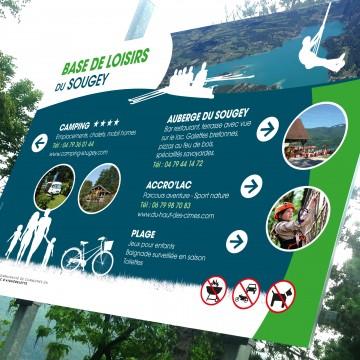 Réalisation du panneau d'accueil de la base de loisirs du Sougey - Lac d'Aiguebelette - pour la communauté de commune d'Aiguebelette. Création graphique et mise en page.